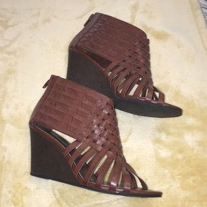American Eagle caged wedges!